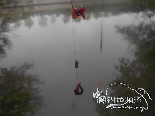浓情中秋庆国庆  雨天河钓假日乐(1)